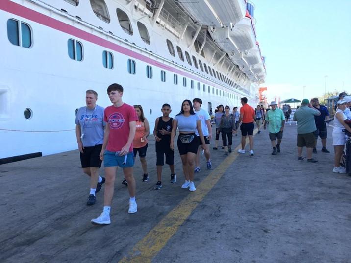 Llegan dos cruceros turísticos a Mazatlán con 11 mil 363 visitantes