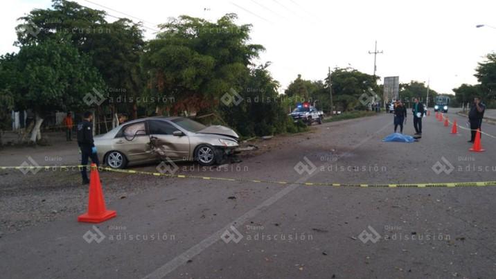 Muere hombre al impactarse con un árbol en la Culiacán Navolato