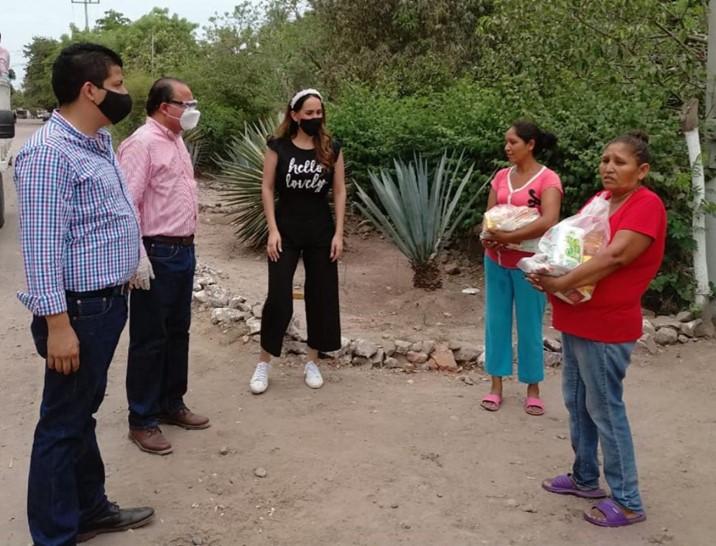 Entrega Sergio Jacobo despensas en comunidades indígenas del norte de Sinaloa