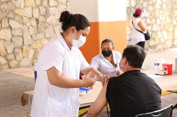 Será el 12 de mayo cuando se inicie la vacunación de docentes en Sinaloa, Rector