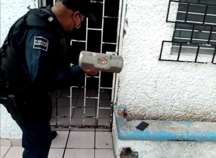 Policías de Culiacán auxilian a niña que por accidente vertió agua hirviendo en su pecho