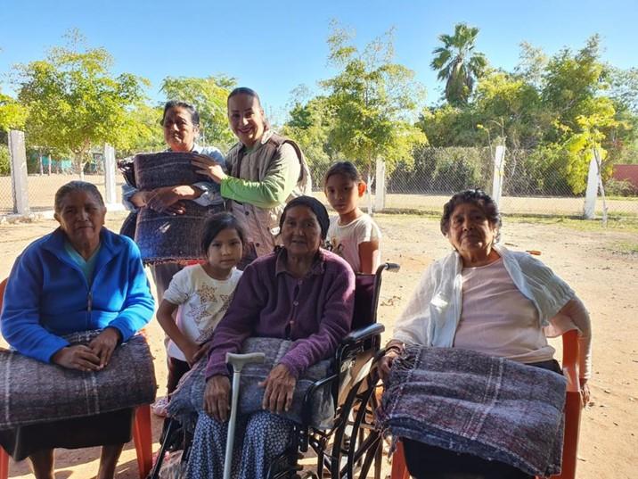 Llevan apoyos invernales a El Valle del Carrizo