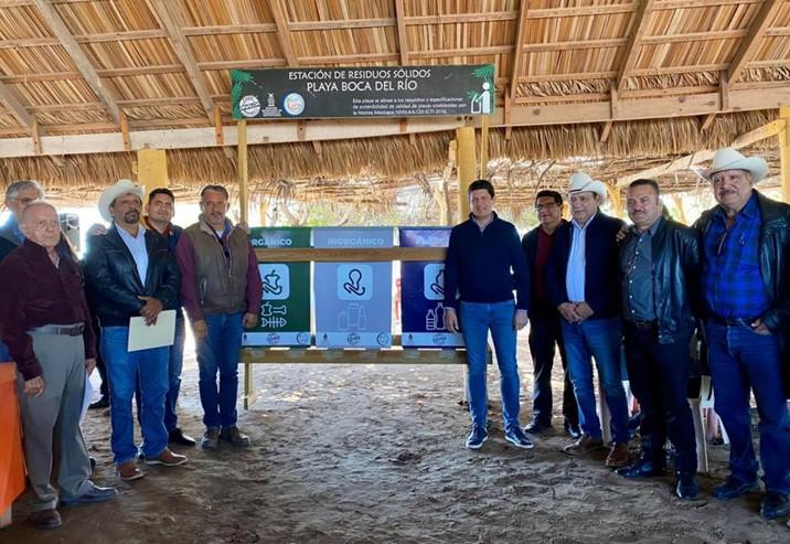 Entrega SEDESU contenedores para playas de Guasave