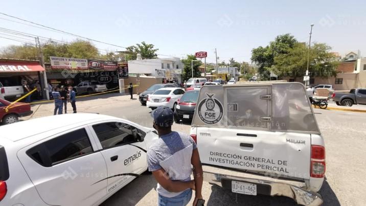 Ejecutan a balazos a joven en negocio de la Obrero Campesina