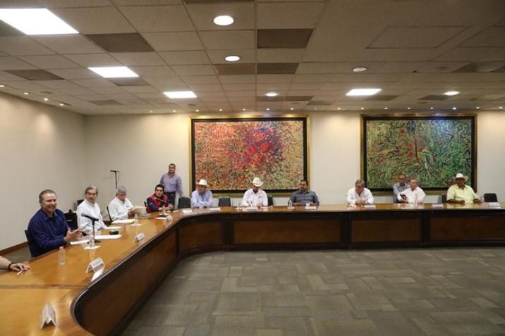 Reconocen organizaciones de productores gestión de Quirino en el precio del maíz